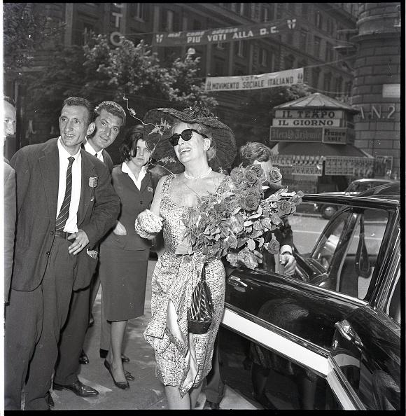 Bouquet「American film actress Joan Crawford in Rome 1962」:写真・画像(18)[壁紙.com]