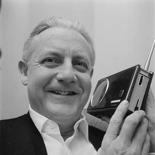 Portable Radio「Robert Wise」:写真・画像(2)[壁紙.com]
