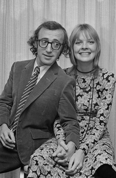 Holding Hands「Woody Allen and Diane Keaton」:写真・画像(0)[壁紙.com]
