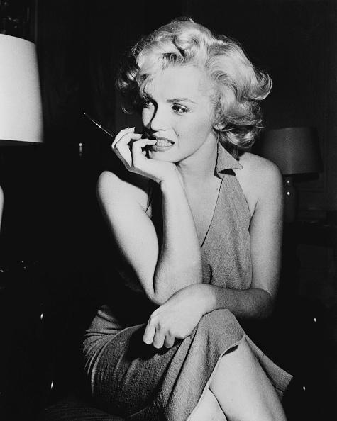 座る「Marilyn Monroe」:写真・画像(13)[壁紙.com]