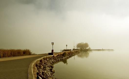 Lake Balaton「Stop」:スマホ壁紙(13)