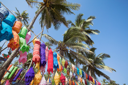アジュナビーチ「Colorful lamp shades and palm trees at Anjuna Beach flea market」:スマホ壁紙(2)