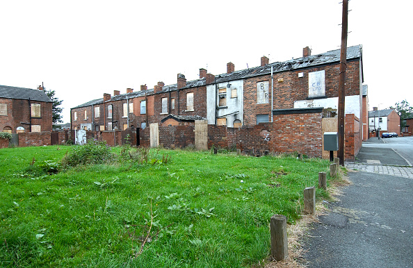 Brick Wall「Derelict terraced Victorian houses waiting demolition, Salford, near Manchester, England, UK Salford's regeneration objective is to ensure that each neighborhood has its own distinct identity and niche, offering a good mix of housing types, a safe and at」:写真・画像(6)[壁紙.com]