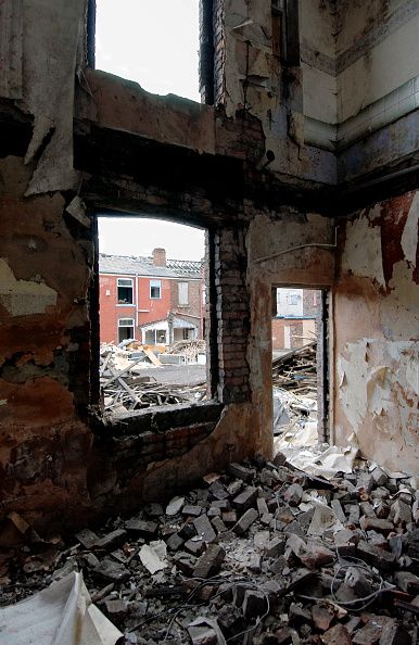 Sparse「Derelict terraced Victorian houses waiting demolition, Salford, near Manchester, England, UK Salford's regeneration objective is to ensure that each neighborhood has its own distinct identity and niche, offering a good mix of housing types, a safe and at」:写真・画像(4)[壁紙.com]