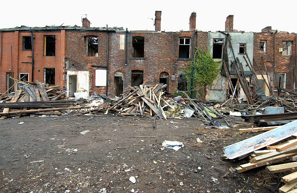 Vitality「Derelict terraced Victorian houses waiting demolition, Salford, near Manchester, England, UK Salford's regeneration objective is to ensure that each neighborhood has its own distinct identity and niche, offering a good mix of housing types, a safe and at」:写真・画像(9)[壁紙.com]