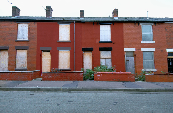 Brick Wall「Derelict terraced Victorian houses waiting demolition, Salford, near Manchester, England, UK Salford's regeneration objective is to ensure that each neighborhood has its own distinct identity and niche, offering a good mix of housing types, a safe and at」:写真・画像(19)[壁紙.com]