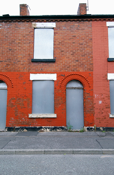 Brick Wall「Derelict terraced Victorian houses waiting demolition, Salford, near Manchester, England, UK Salford's regeneration objective is to ensure that each neighborhood has its own distinct identity and niche, offering a good mix of housing types, a safe and at」:写真・画像(11)[壁紙.com]