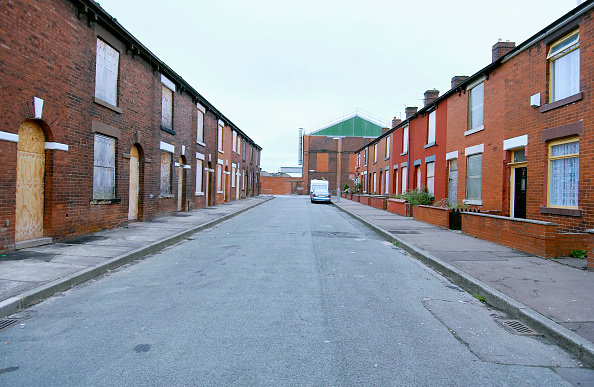 からっぽ「Derelict terraced Victorian houses waiting demolition, Salford, near Manchester, England, UK Salford's regeneration objective is to ensure that each neighborhood has its own distinct identity and niche, offering a good mix of housing types, a safe and at」:写真・画像(11)[壁紙.com]