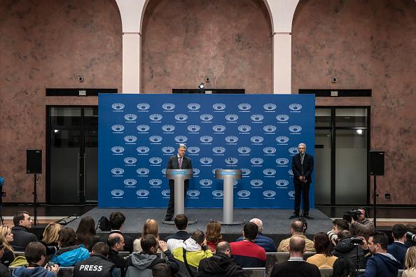 Brendan Hoffman「Petro Poroshenko Holds News Conference And Rally Ahead Of Presidential Election Run Off」:写真・画像(8)[壁紙.com]