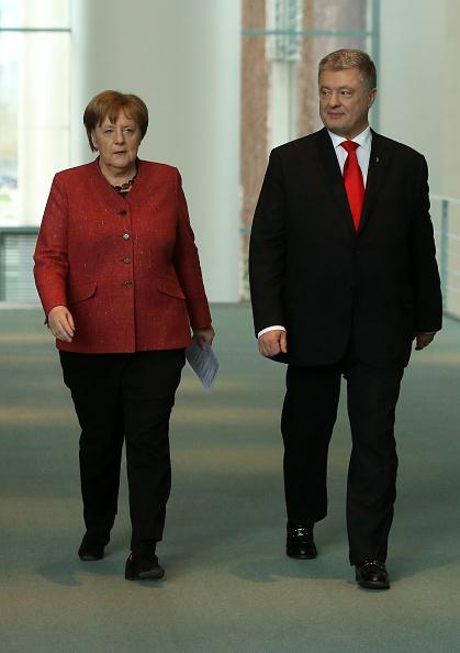 French Press「Merkel Meets With Ukrainian President Poroshenko In Berlin」:写真・画像(2)[壁紙.com]