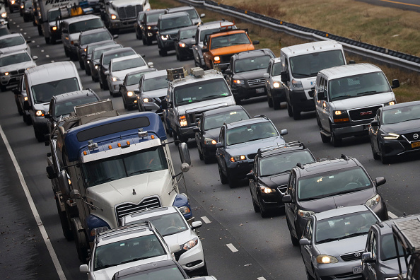 Traffic「Holiday Travelers Hit The Road And Take To The Skies For The Thanksgiving Holiday」:写真・画像(11)[壁紙.com]