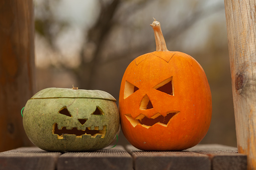 ハロウィン「Halloween Jack-o-lantern pumpkins on wooden deck」:スマホ壁紙(17)