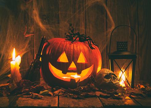Halloween ghost「Halloween Jack-o-Lantern Pumpkins on rustic wooden background」:スマホ壁紙(11)