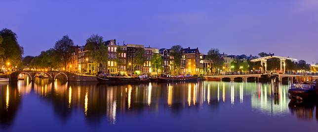 Amsterdam「Amsterdam, Amstel Canal and Magere Brug at Dusk」:スマホ壁紙(14)