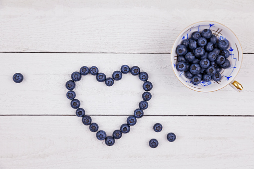 Porcelain「Collectors cup of blueberries and heart shaped with blueberries on wood」:スマホ壁紙(3)