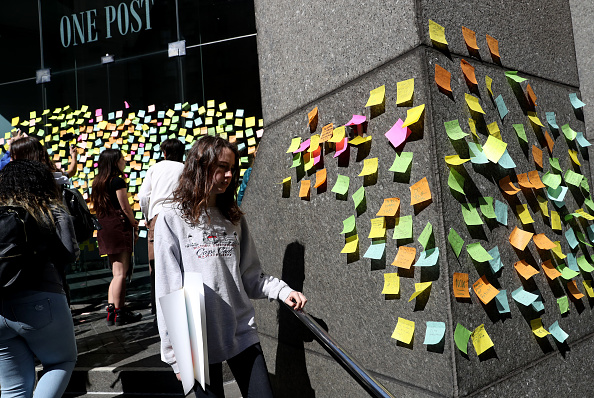 Adhesive Note「Students Walk Out Of School As Part Of Worldwide Youth Climate Strike」:写真・画像(1)[壁紙.com]