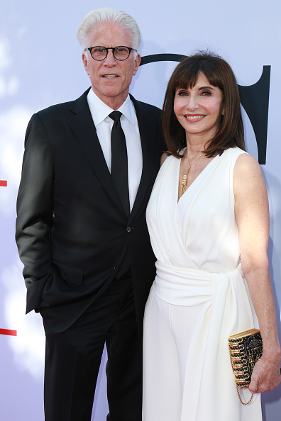 """Gold Purse「Paramount Pictures' Premiere Of """"Book Club"""" - Red Carpet」:写真・画像(9)[壁紙.com]"""