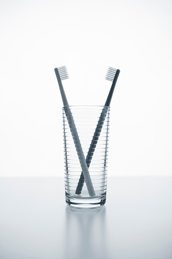 White Color「Two toothbrushes in a glass」:スマホ壁紙(5)