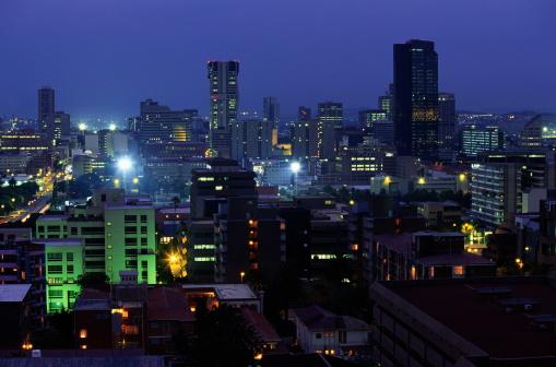 Pretoria「South Africa, Gauteng, Pretoria, downtown skyline, dusk」:スマホ壁紙(7)