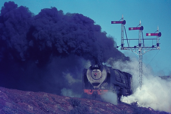 Finance and Economy「South African Railways condenser 25 Class 4-8-4 at work between Hutchinson and Three Sisters in the Karroo Desert in June 1973.」:写真・画像(15)[壁紙.com]