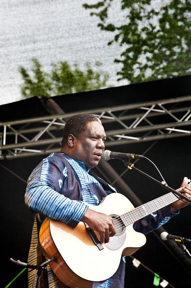 Acoustic Guitar「Vusi Mahlasela」:写真・画像(19)[壁紙.com]