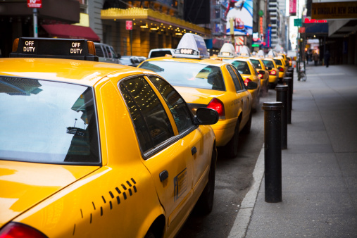 Taxi「Big Line of Yellow Taxis in New York City」:スマホ壁紙(3)