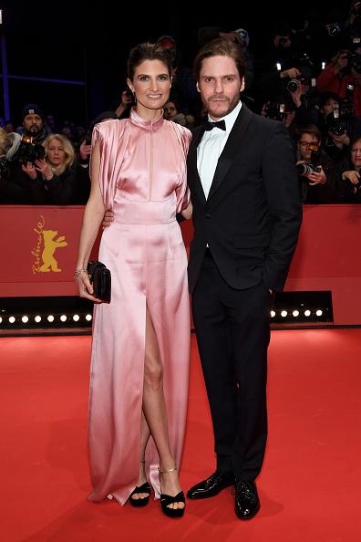 映画界「Opening Ceremony & 'Isle of Dogs' Premiere Red Carpet - 68th Berlinale International Film Festival」:写真・画像(6)[壁紙.com]