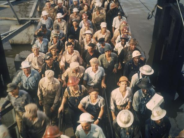 Large Group Of People「Leaving The Shipyard」:写真・画像(12)[壁紙.com]