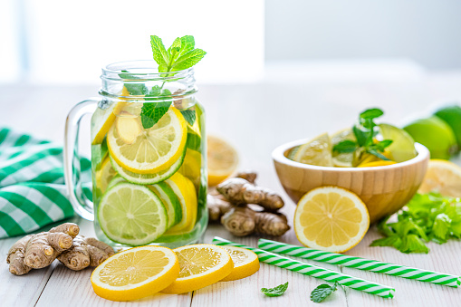 Mint Leaf - Culinary「Lemon and ginger infused water on white table」:スマホ壁紙(14)