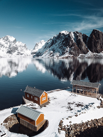 Fjord「log cabin hut in Reine - Lofoten Islands」:スマホ壁紙(8)