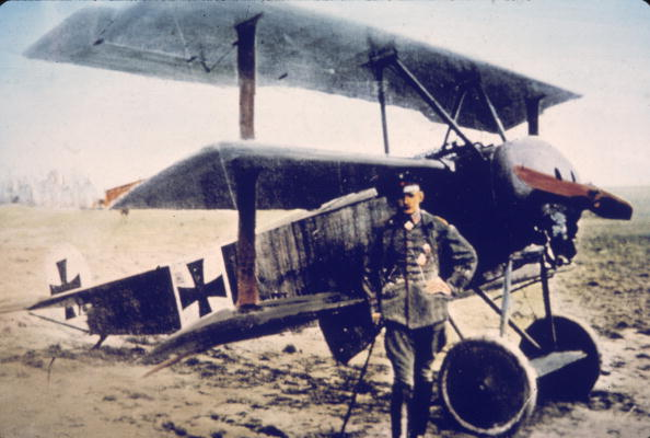 カラー画像「German Pilot Gontermann & His Fokker DR-1」:写真・画像(1)[壁紙.com]