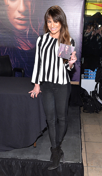 """Writing「Lea Michele Signs Copies Of Her """"Louder"""" CD」:写真・画像(7)[壁紙.com]"""
