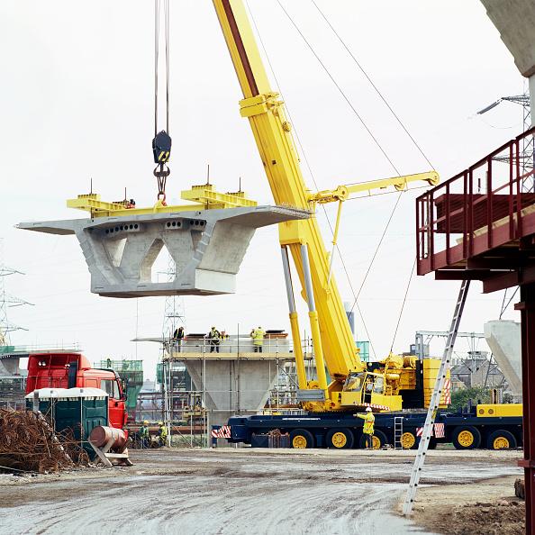 Slanted「Lifting box girder section on A13 viaduct  London.」:写真・画像(0)[壁紙.com]