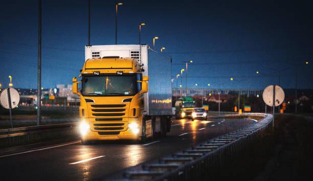 Heavy Cargo on the Road:スマホ壁紙(壁紙.com)