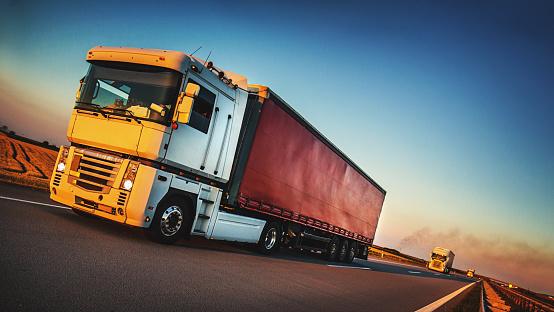 Tilt「Heavy Cargo on the Road」:スマホ壁紙(4)