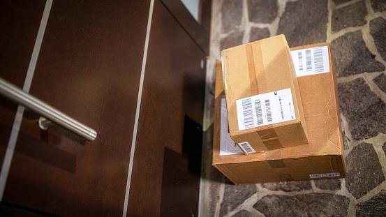 Delivering「Home delivery」:スマホ壁紙(13)