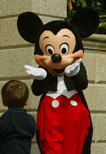 ミッキーマウス「Disneyland Paris Becomes One Of Europe's Most Popular Attractions 」:写真・画像(3)[壁紙.com]