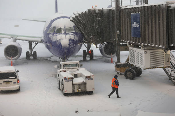 Early Winter Weather Snarls Traffic At Newark Airport:ニュース(壁紙.com)