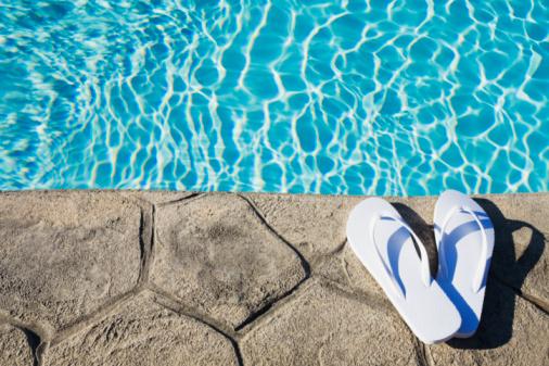 Flip-Flop「Flip flops by the pool」:スマホ壁紙(10)