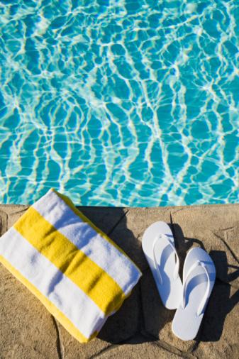 Flip-Flop「Flip flops and towel by the pool」:スマホ壁紙(14)