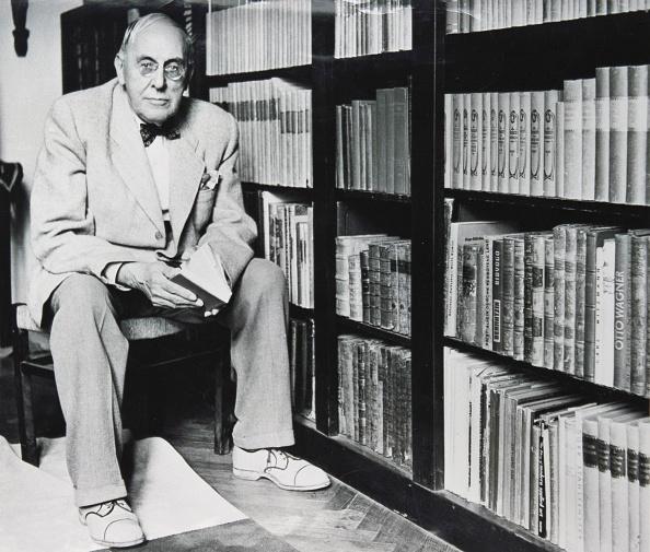 Art Nouveau「Josef Hoffman sitting in his library, Around 1950, Photography by Yoichi R, Okamoto」:写真・画像(17)[壁紙.com]