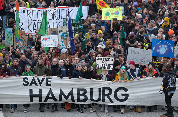 Climate Activist「Greta Thunberg Attends Climate Protest In Hamburg」:写真・画像(15)[壁紙.com]
