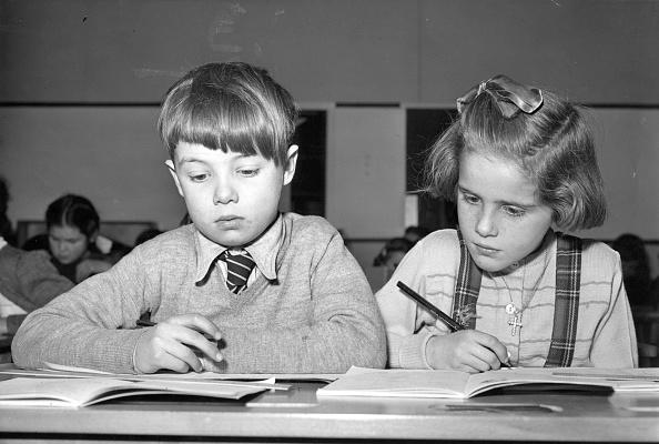 Writing「Children At School」:写真・画像(7)[壁紙.com]