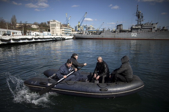 Russian Military「Tensions Grow In Crimea As Diplomatic Talks Continue」:写真・画像(10)[壁紙.com]