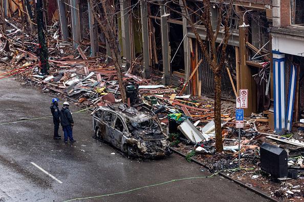 Exploding「Volunteer Group Helps Clean Up Nashville Bombing Site」:写真・画像(4)[壁紙.com]