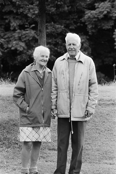 Senior Couple「Barnes Wallis」:写真・画像(8)[壁紙.com]