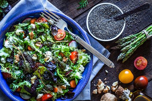 Asparagus「Fresh salad with chia seeds on bluish kitchen table」:スマホ壁紙(16)