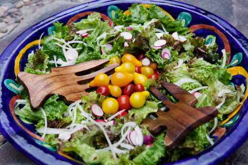 Natural Condition「Fresh salad on a colorful bowl.」:スマホ壁紙(3)