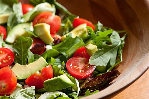 Fresh salad with cherry tomatoes, avocado and mixed greens:スマホ壁紙(壁紙.com)