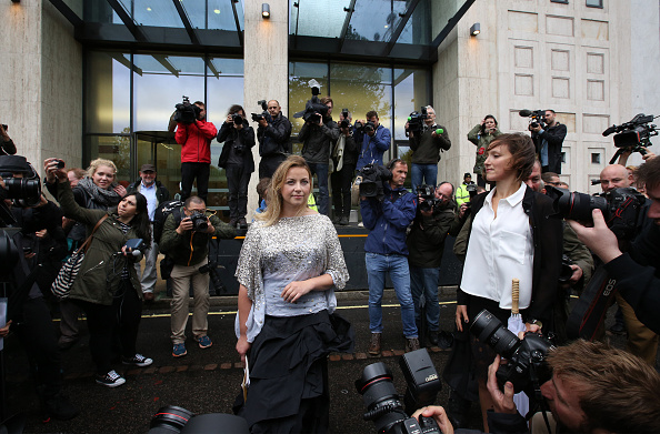 上半身「Singer Charlotte Church Protests Arctic Drilling Outside The Shell Centre」:写真・画像(15)[壁紙.com]